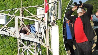 Photo of شاهد بالفيديو رجل سوري يصعد برج ضخم للاتصالات ويطلب قدوم الرئيس رجب طيب اردوغان في ولاية بارتين