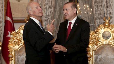 صورة قبيل ساعات من دخول بايدن البيت الأبيض,,,وزير خارجيته يشـ.ـن هجـ.ـوماً على تركيا