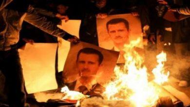 """صورة في ريف دمشق.. إحـ.راق صورة """"الأسد"""" وانتشـ.ـار عبارات تطـ.ـالب برحـ.ـيله"""