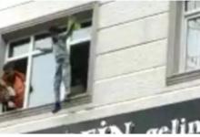 صورة بالفيديو…سيدة تركية تلقـ.ـي بأطفالها الأربعة من الطابق الثالث والسبب !!!