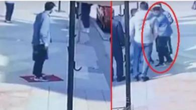 صورة شاهد بالفيديو/  اعتـ.ـقال شاب سوري في بورصة أهـ.ـان العلم التركي ودـ.ـاسه