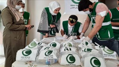 صورة تقديم مساعدات عينية وغذائية لمئات العائلات السورية في هذه الولاية…